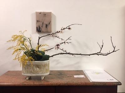 momentum und Ikebana Gesteck - Kouei Roessler (Sogetsu) - Der Beginn der Ausstellung