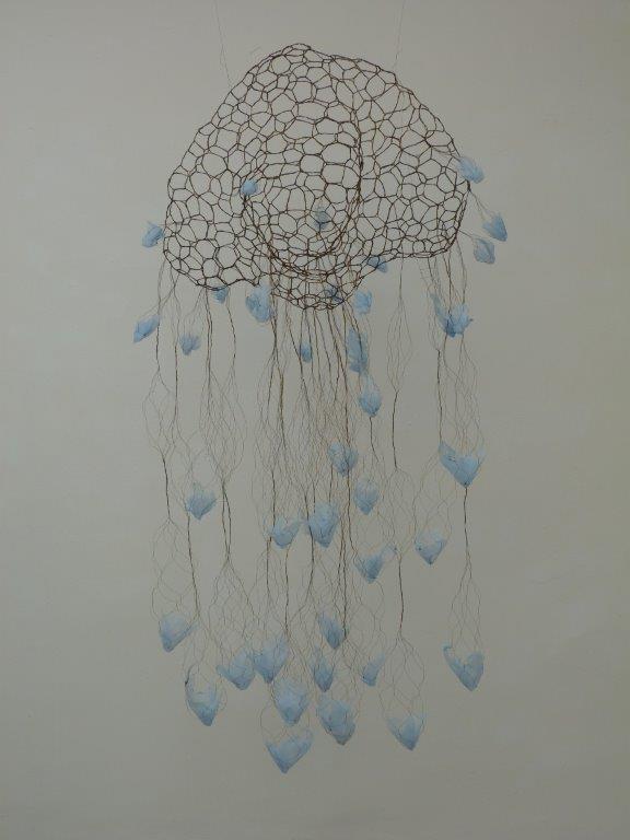 Monika Schmid - O.t., Messingdraht, Vlies, 2019, 150 x 60 x 60 cm